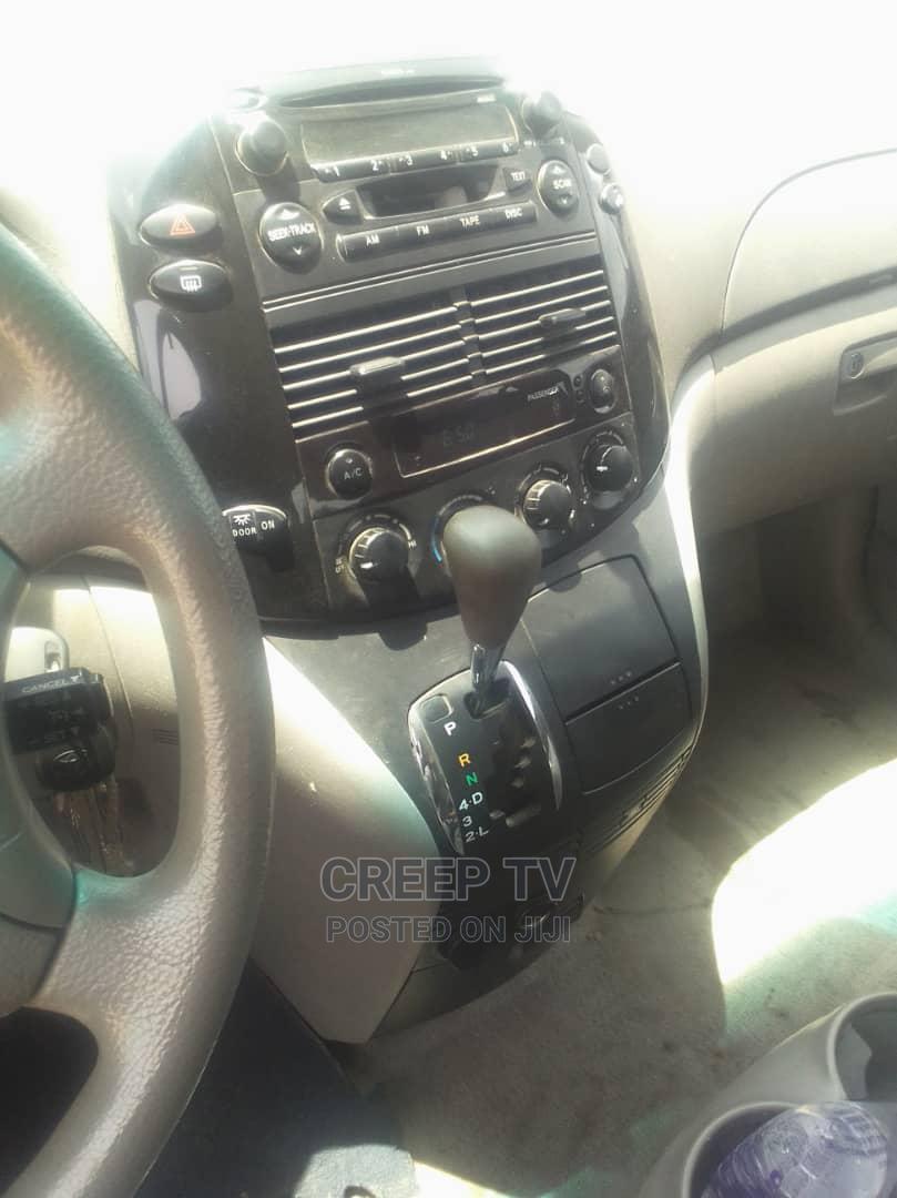 Archive: Toyota Sienna 2005 Gray