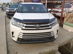 Toyota Highlander 2017 LE 4x4 V6 (3.5L 6cyl 8A) White | Cars for sale in Lagos State, Amuwo-Odofin
