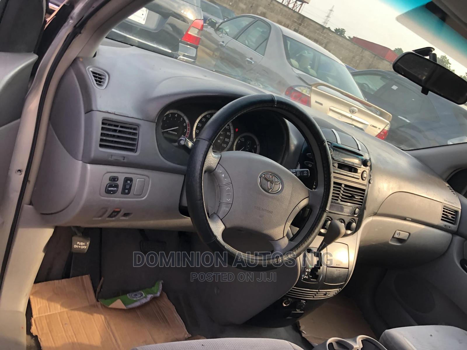 Toyota Sienna 2004 LE AWD (3.3L V6 5A) Silver | Cars for sale in Amuwo-Odofin, Lagos State, Nigeria