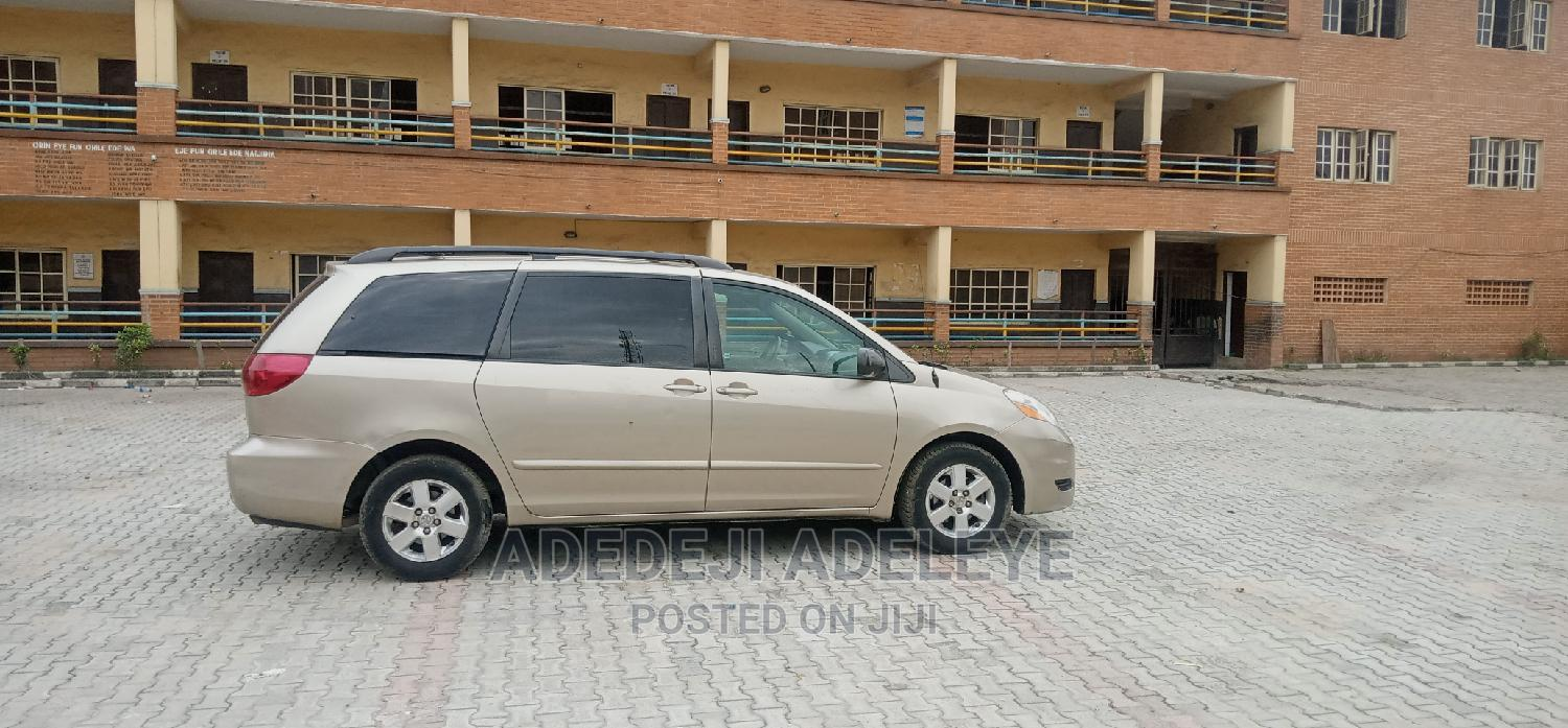 Archive: Toyota Sienna 2008 LE Gold