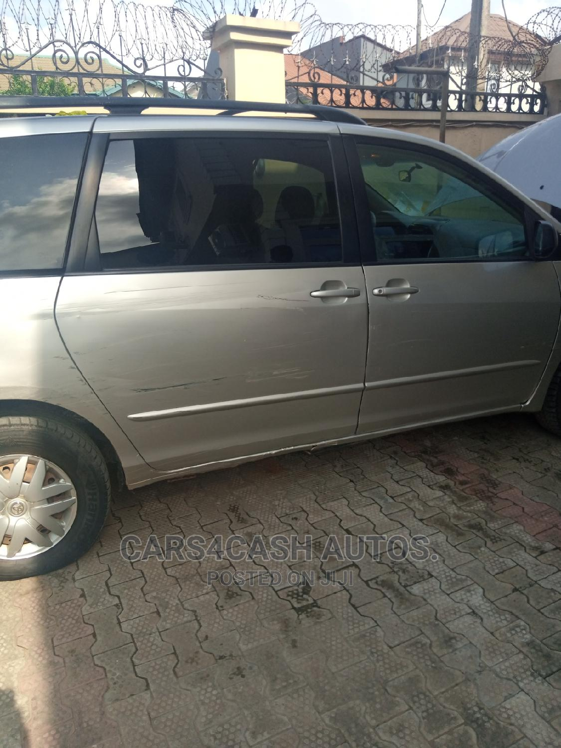 Archive: Toyota Sienna 2005 LE AWD Silver
