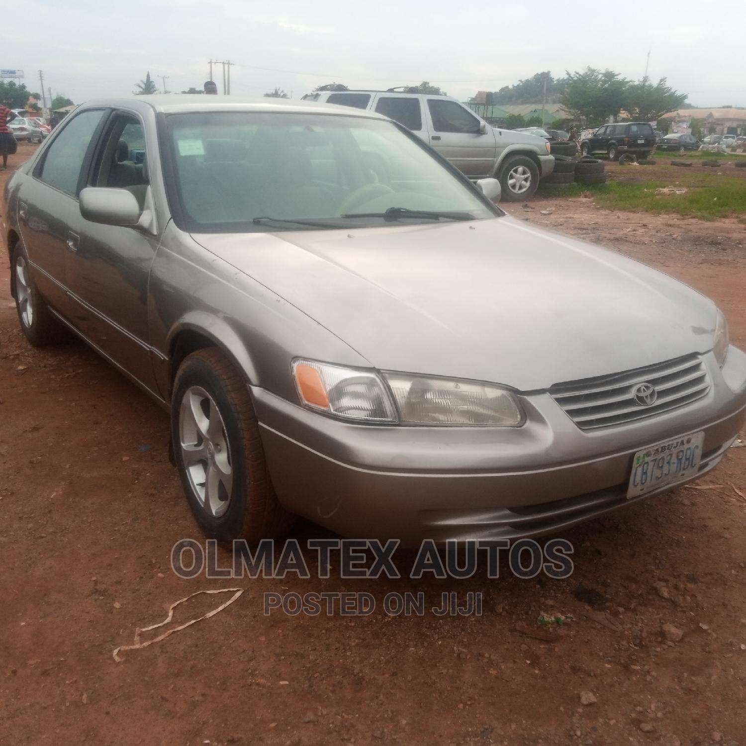 Archive: Toyota Camry 2000