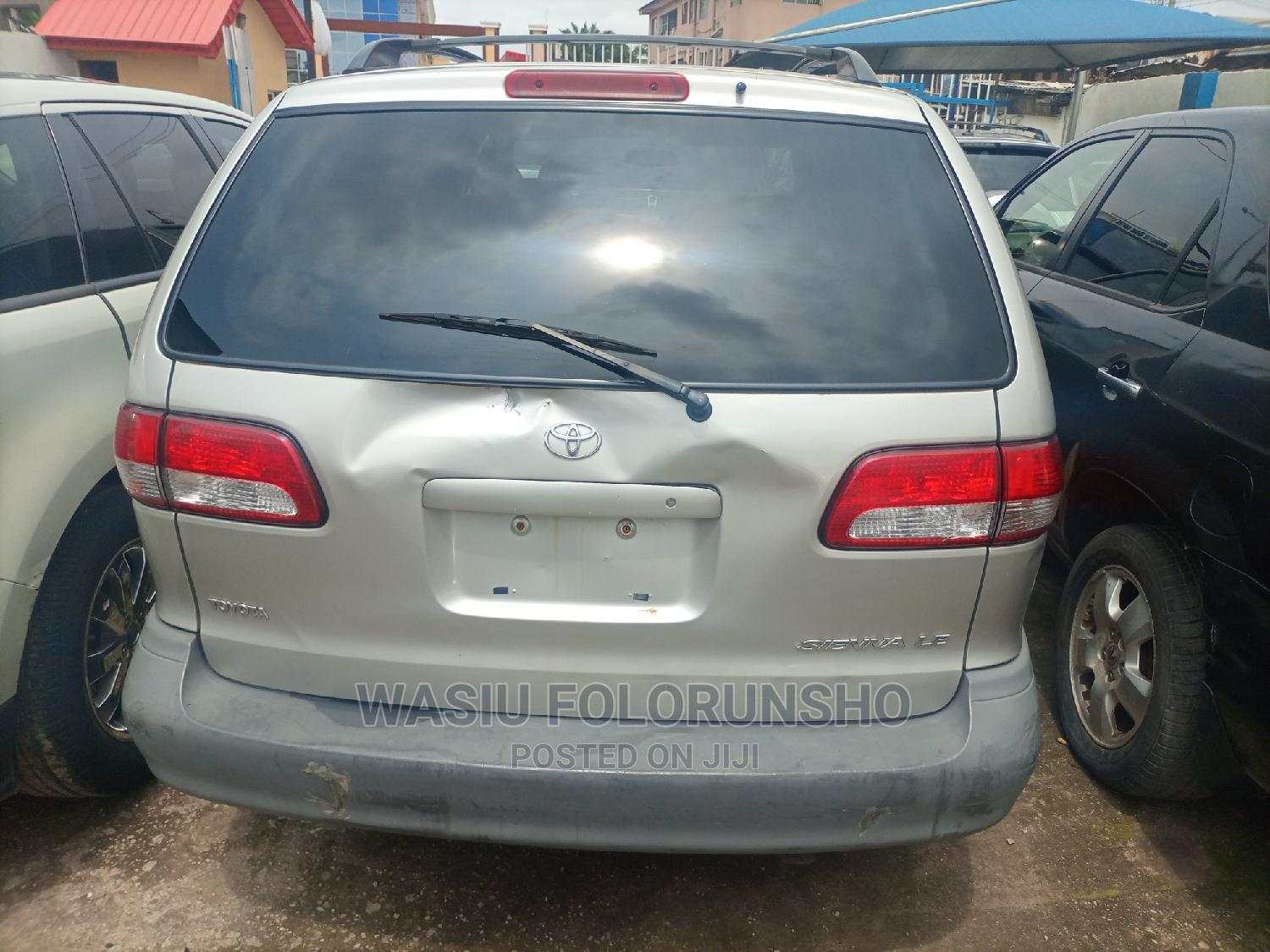 Archive: Toyota Sienna 2002 Silver