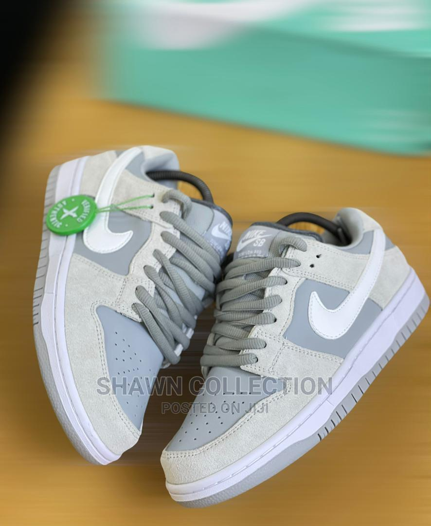 Nike Sb Dunk Low Summit Sneakers