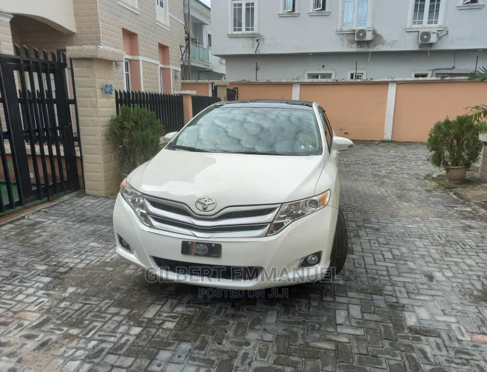Archive: Toyota Venza 2015 White