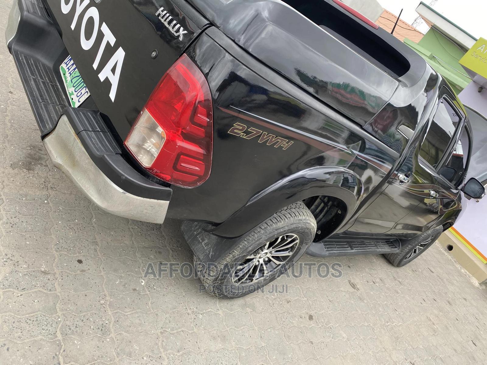 Toyota Hilux 2013 SR5 4x4 Black | Cars for sale in Lekki, Lagos State, Nigeria