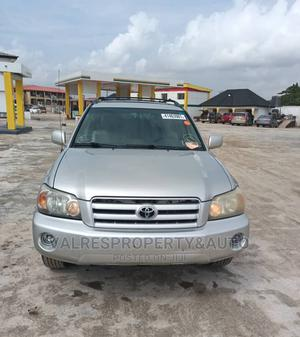 Toyota Highlander 2004 V6 AWD Silver | Cars for sale in Lagos State, Isolo