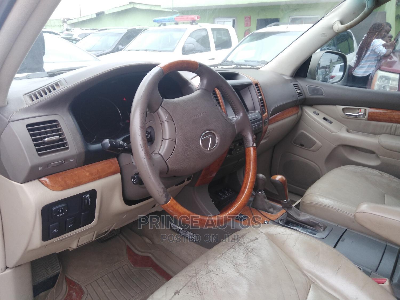 Archive: Lexus GX 2003 470 Gold