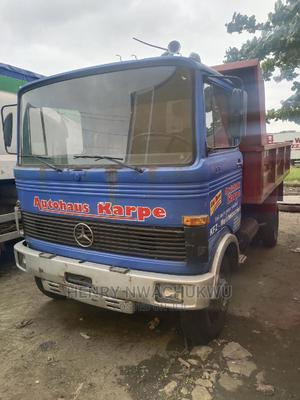 Benz 813 Tipper Six Bolts Tokunbo | Trucks & Trailers for sale in Lagos State, Apapa