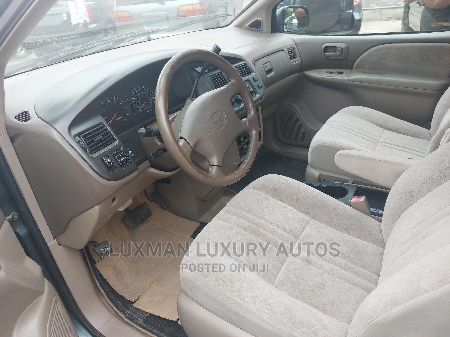 Toyota Sienna 2000 LE & 1 Hatch Green | Cars for sale in Ikeja, Lagos State, Nigeria