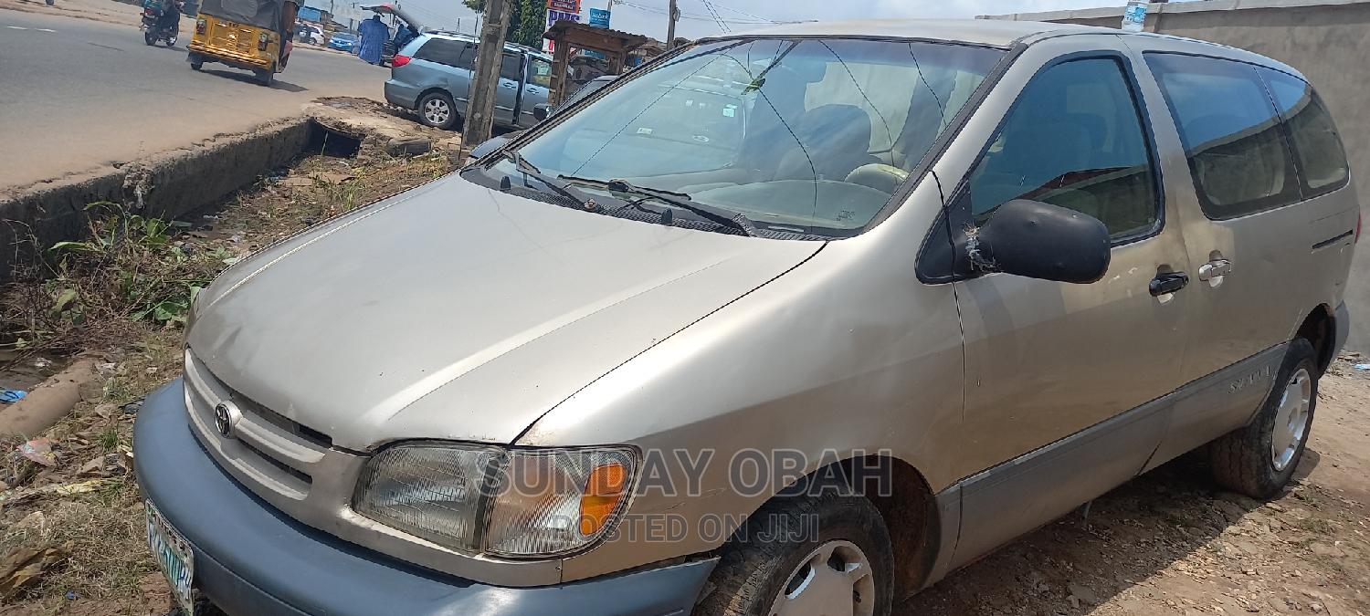 Archive: Toyota Sienna 2000 LE & 1 Hatch Silver