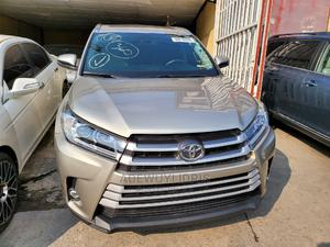 Toyota Highlander 2015 Gold   Cars for sale in Lagos State, Surulere