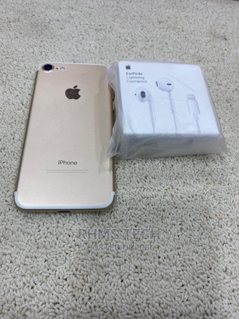 Archive: Apple iPhone 7 32 GB Rose Gold