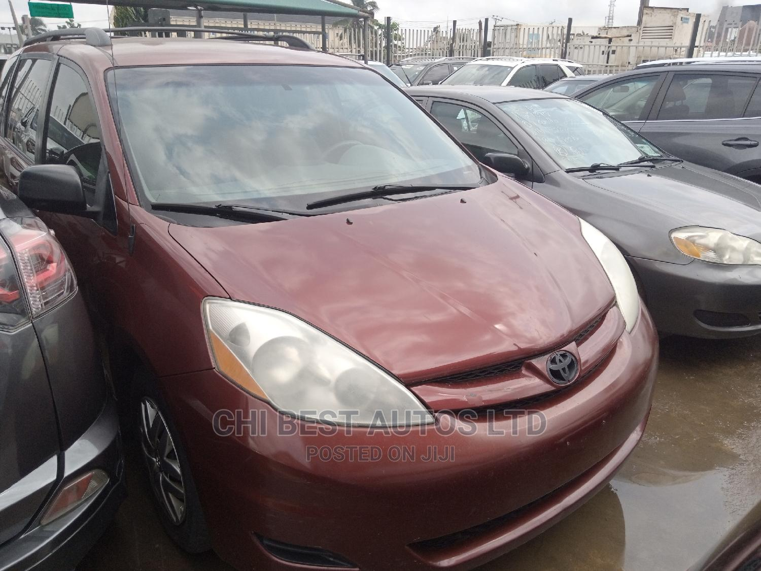 Archive: Toyota Sienna 2006 Red