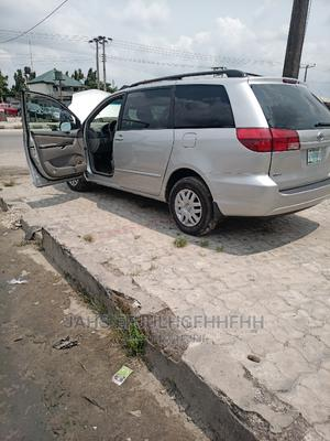 Toyota Sienna 2004 XLE FWD (3.3L V6 5A) Beige | Cars for sale in Delta State, Warri