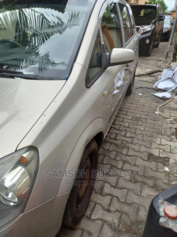 Archive: Opel Zafira 2007 1.6 Essentia Gray