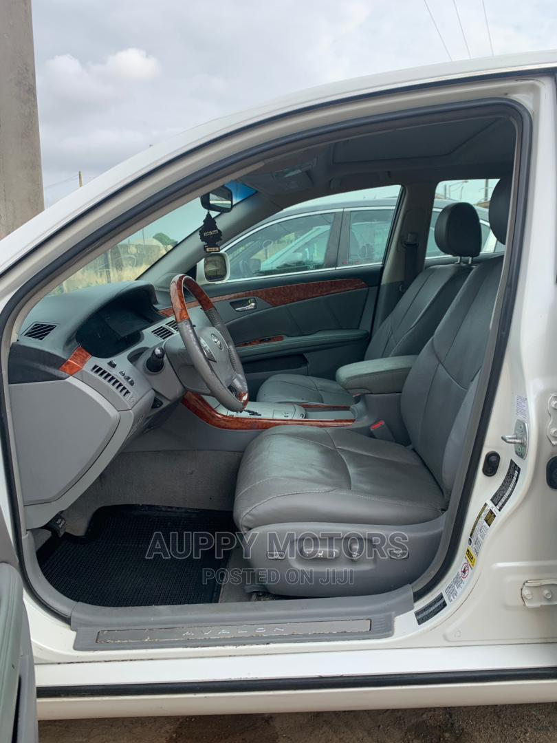 Toyota Avalon 2007 Limited White | Cars for sale in Alimosho, Lagos State, Nigeria