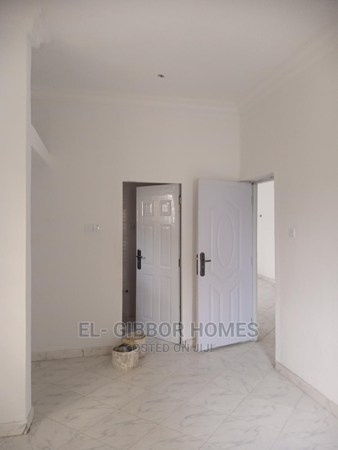 Archive: Mini Flat in Golden Pearl Estate, Off Lekki-Epe Expressway for Rent
