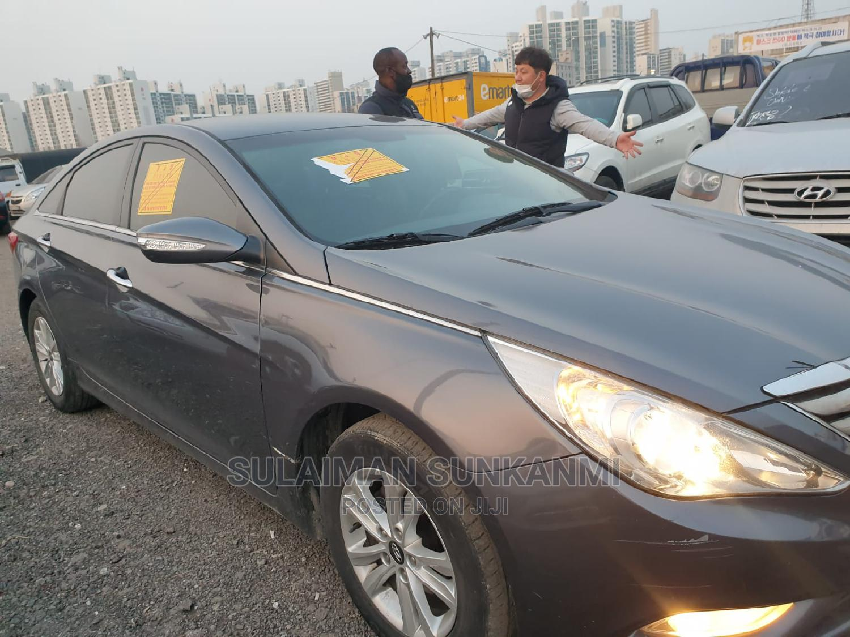Archive: Hyundai Sonata 2010 Gray