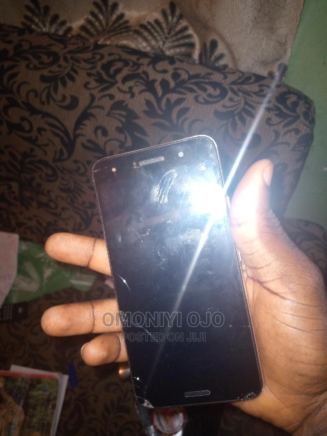 Archive: Infinix Hot 5 16 GB Gold