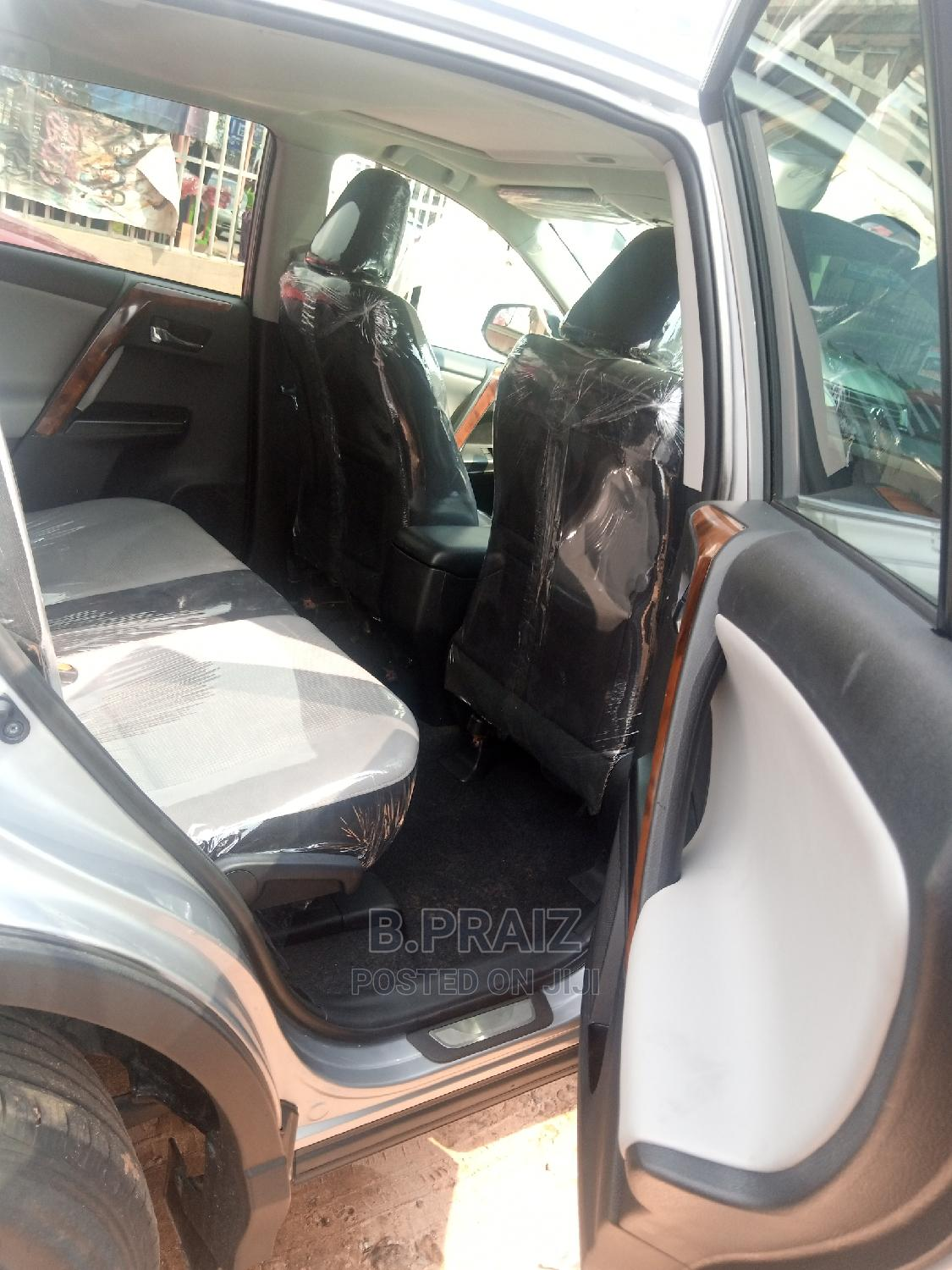 Toyota RAV4 2017 XLE FWD (2.5L 4cyl 6A) Silver   Cars for sale in Onitsha, Anambra State, Nigeria