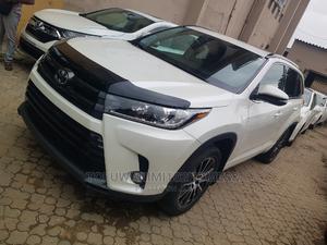 Toyota Highlander 2018 SE 4x2 V6 (3.5L 6cyl 8A) White   Cars for sale in Lagos State, Ifako-Ijaiye