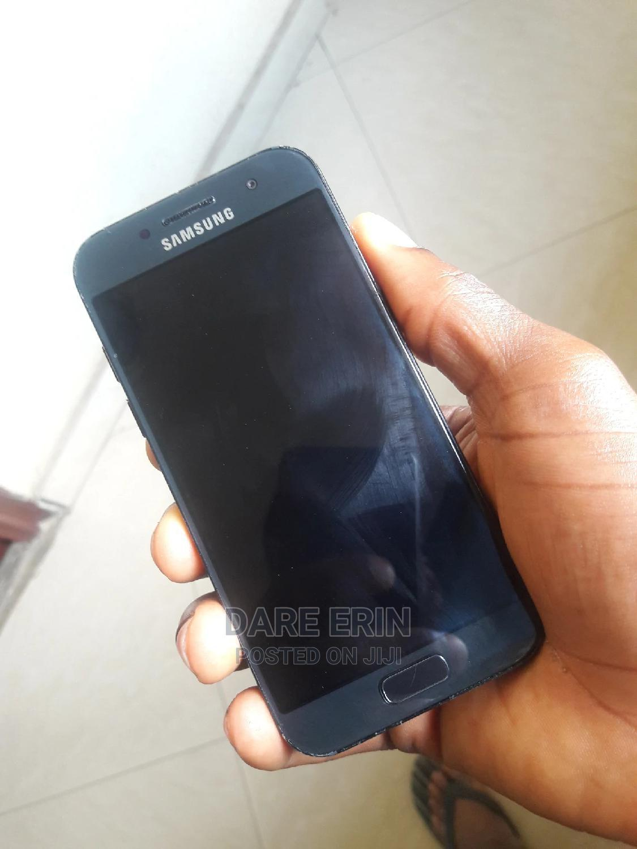 Archive: Samsung Galaxy A3 16 GB Black
