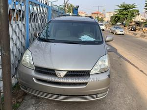 Toyota Sienna 2004 LE AWD (3.3L V6 5A) Gold | Cars for sale in Lagos State, Ogba