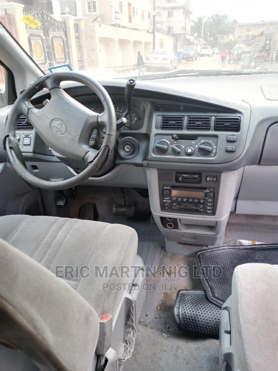 Toyota Sienna 2000 LE & 1 Hatch Blue   Cars for sale in Surulere, Lagos State, Nigeria