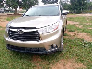 Toyota Highlander 2015 Gold   Cars for sale in Abuja (FCT) State, Lokogoma