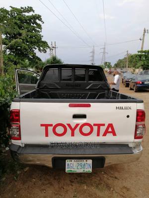 Toyota Hilux 2011 2.7 VVT-i 4X4 SRX White | Cars for sale in Abuja (FCT) State, Nyanya