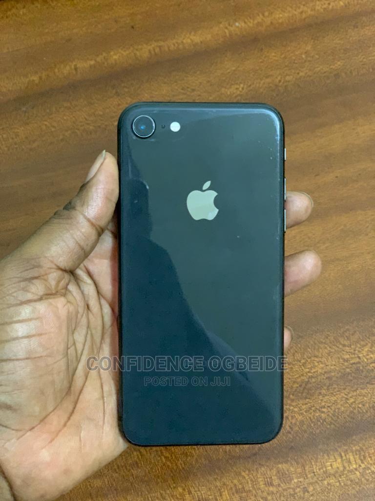 Archive: Apple iPhone 8 64 GB Gray