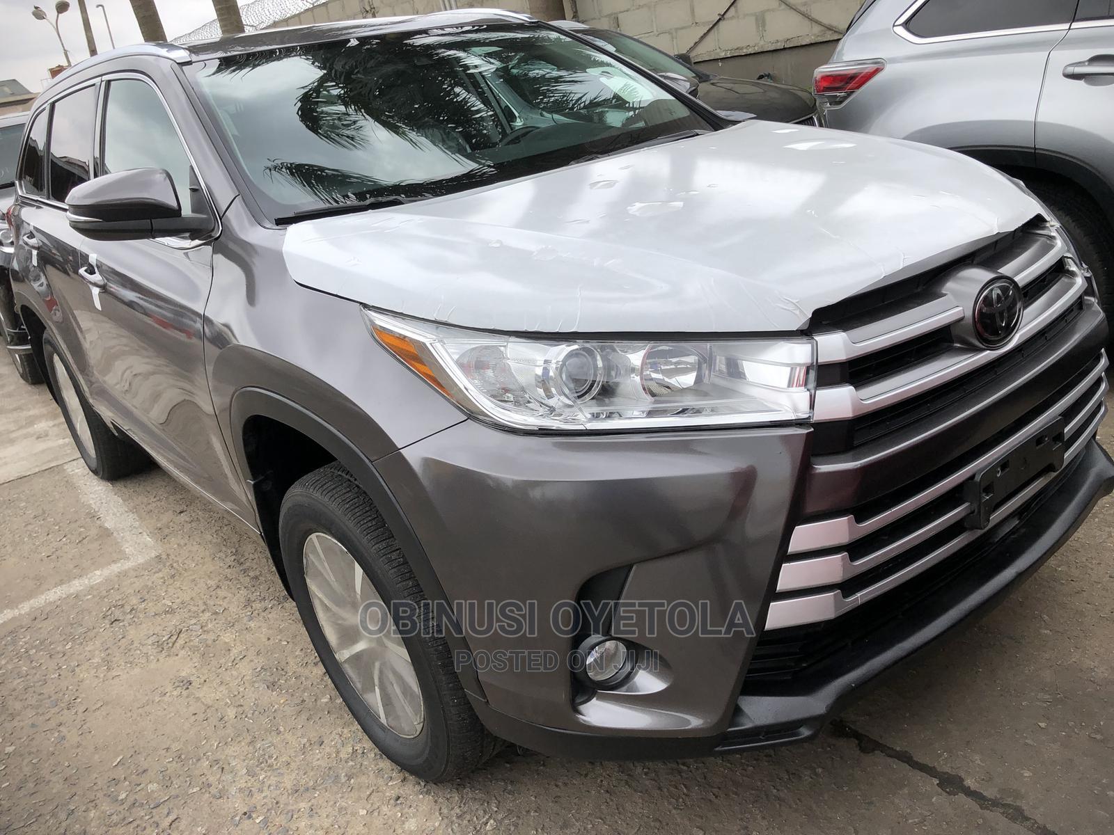 Toyota Highlander 2018 XLE 4x2 V6 (3.5L 6cyl 8A) Gray