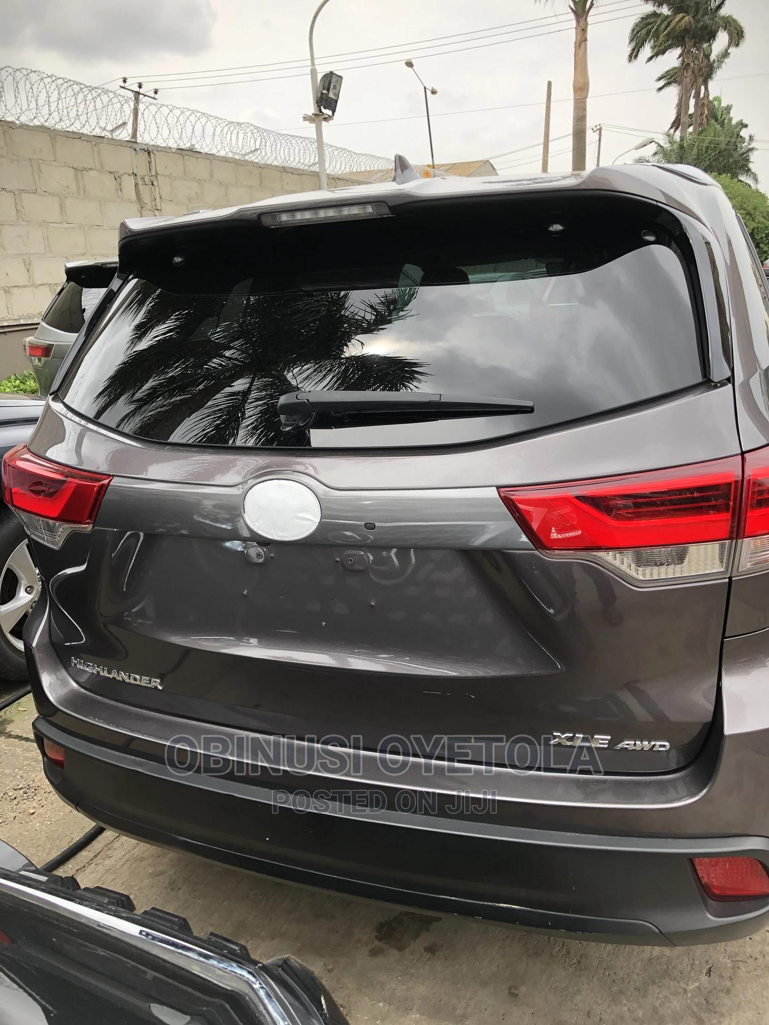 Toyota Highlander 2018 XLE 4x2 V6 (3.5L 6cyl 8A) Gray | Cars for sale in Ikeja, Lagos State, Nigeria
