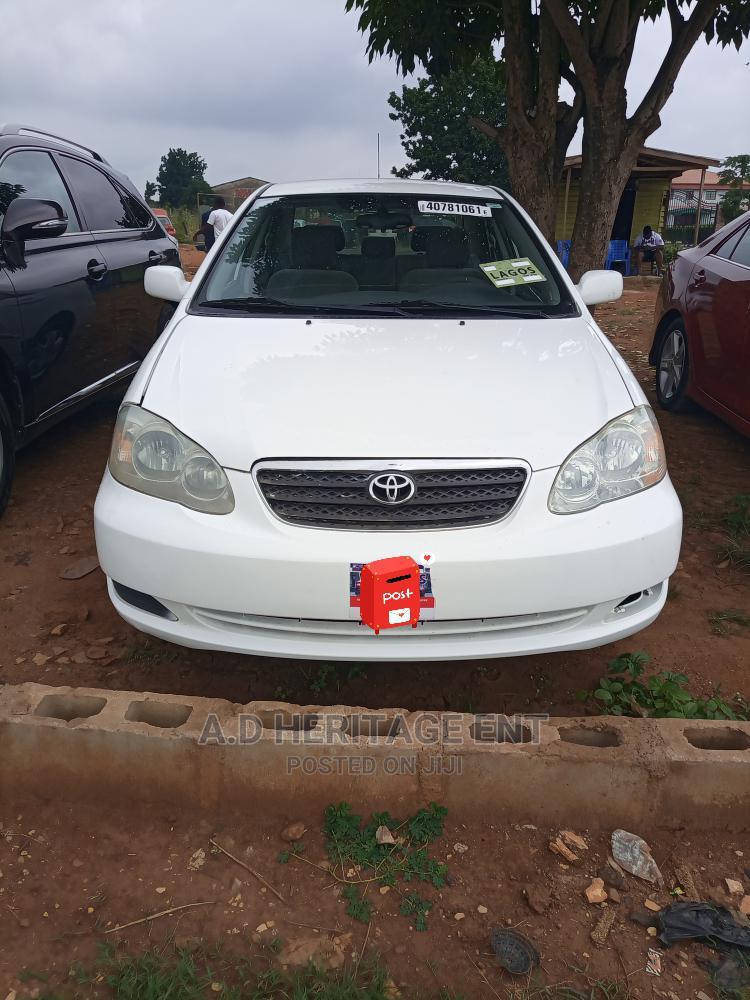 Toyota Corolla 2004 LE White
