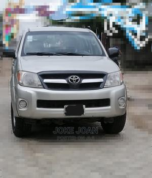 Toyota Hilux 2008 2.7 VVTi 4x4 SRX Silver | Cars for sale in Lagos State, Isolo