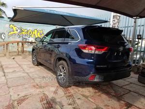 Toyota Highlander 2017 XLE 4x4 V6 (3.5L 6cyl 8A) Blue | Cars for sale in Lagos State, Amuwo-Odofin