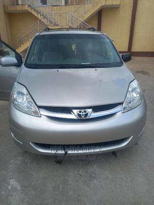 Toyota Sienna 2006 LE AWD Silver | Cars for sale in Abuja (FCT) State, Garki 1