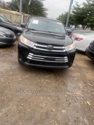 Toyota Highlander 2017 LE 4x4 V6 (3.5L 6cyl 8A) Black | Cars for sale in Lagos State, Alimosho