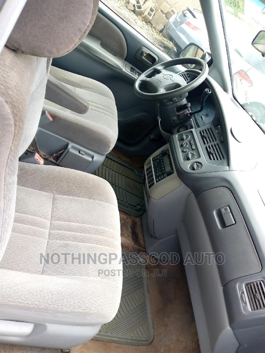 Archive: Toyota Sienna 2003 CE Blue