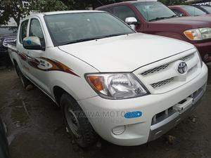 Toyota Hilux 2006 2.5 D-4d SRX 4x4 White | Cars for sale in Lagos State, Apapa