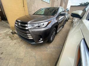 Toyota Highlander 2017 XLE 4x4 V6 (3.5L 6cyl 8A) Gray | Cars for sale in Lagos State, Ikeja