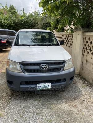 Toyota Hilux 2009 2.0 VVT-i White | Cars for sale in Abuja (FCT) State, Kado