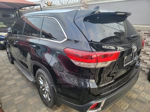 Toyota Highlander 2018 XLE 4x4 V6 (3.5L 6cyl 8A) Black | Cars for sale in Lagos State, Surulere
