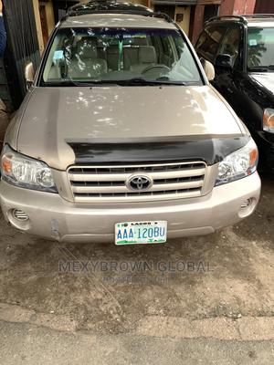 Toyota Highlander 2004 Gold | Cars for sale in Lagos State, Surulere