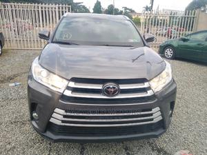 Toyota Highlander 2017 XLE 4x4 V6 (3.5L 6cyl 8A) Gray | Cars for sale in Lagos State, Magodo