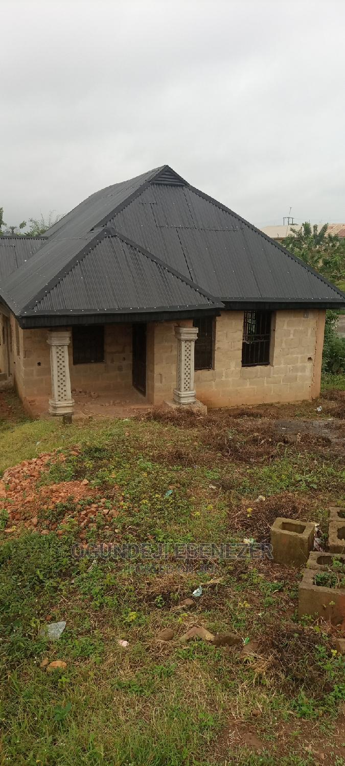 3bdrm Bungalow in Chrisland, Ondo / Ondo State for Sale