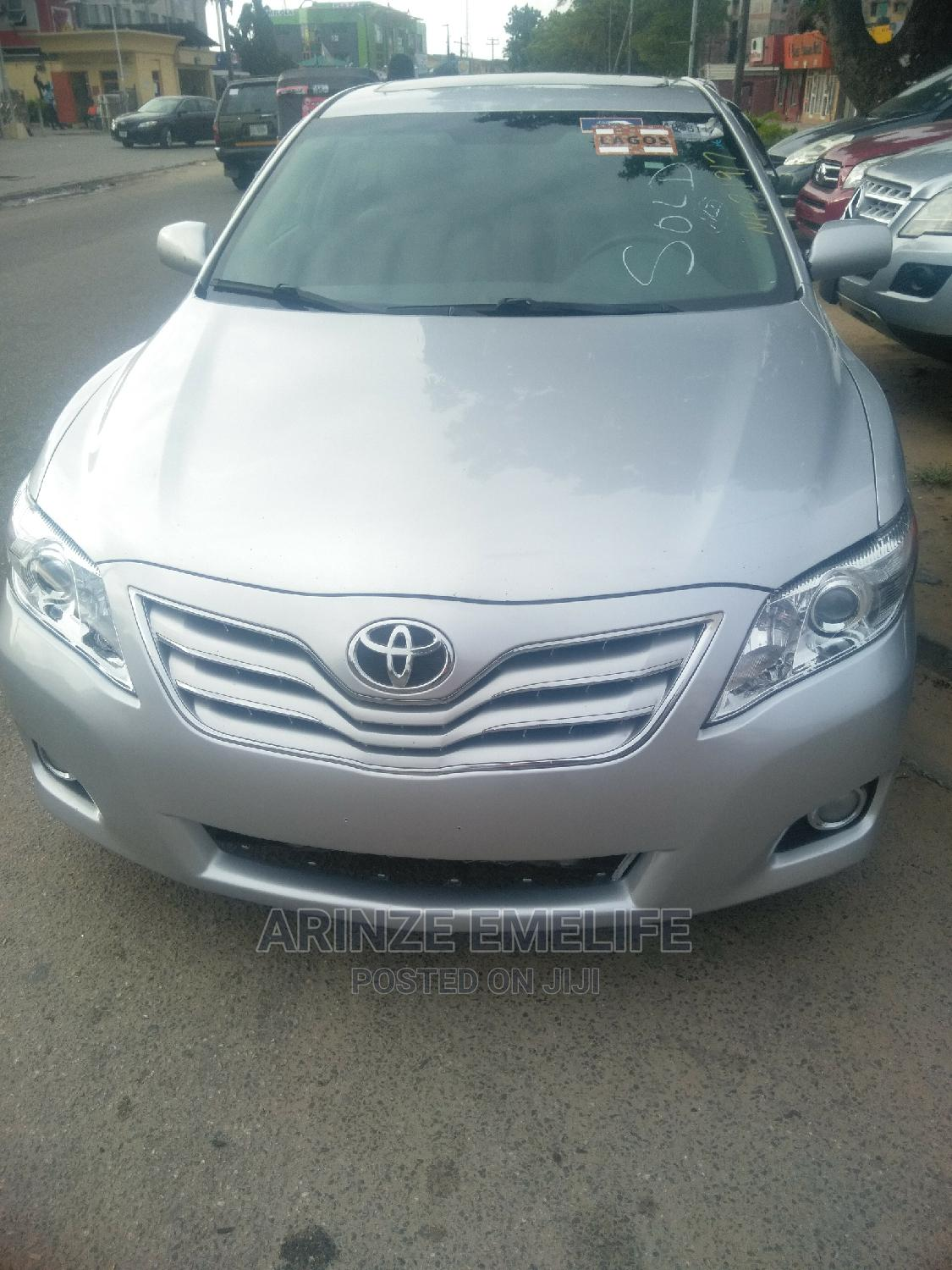 Toyota Camry 2010 Silver