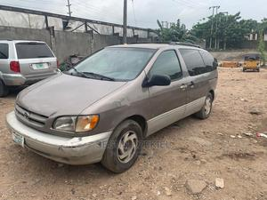 Toyota Sienna 2000 Gray   Cars for sale in Lagos State, Yaba