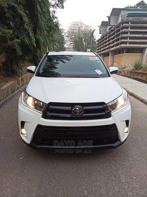 Toyota Highlander 2017 SE 4x2 V6 (3.5L 6cyl 8A) White   Cars for sale in Lagos State, Lekki